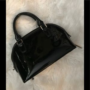 BCBG patent tote 👜 bag zipper closure